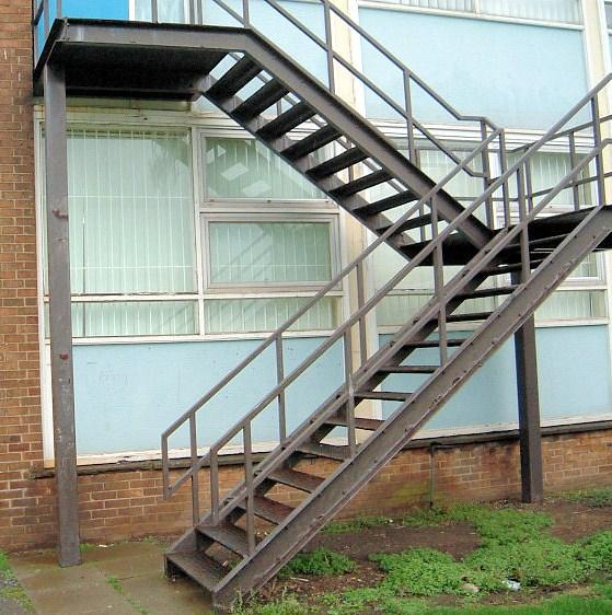 Herreria en general las 24 hs escaleras para tanques e for Escaleras de herreria