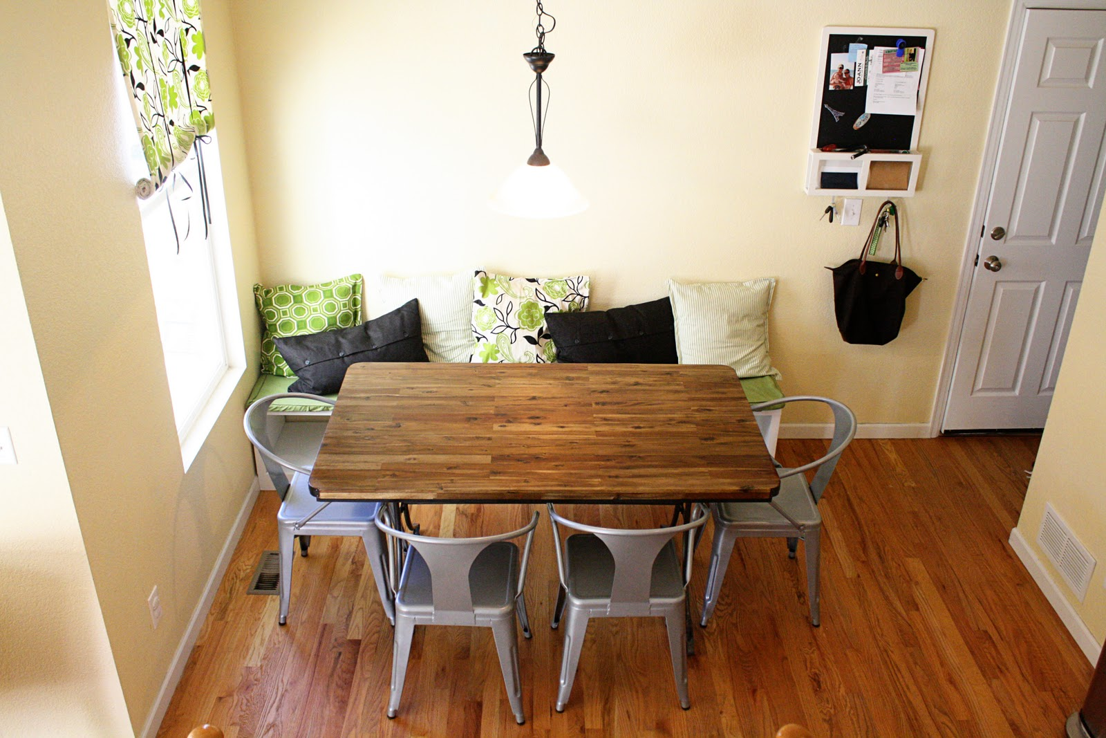 Breakfast nook with banquette seating Corner bench table