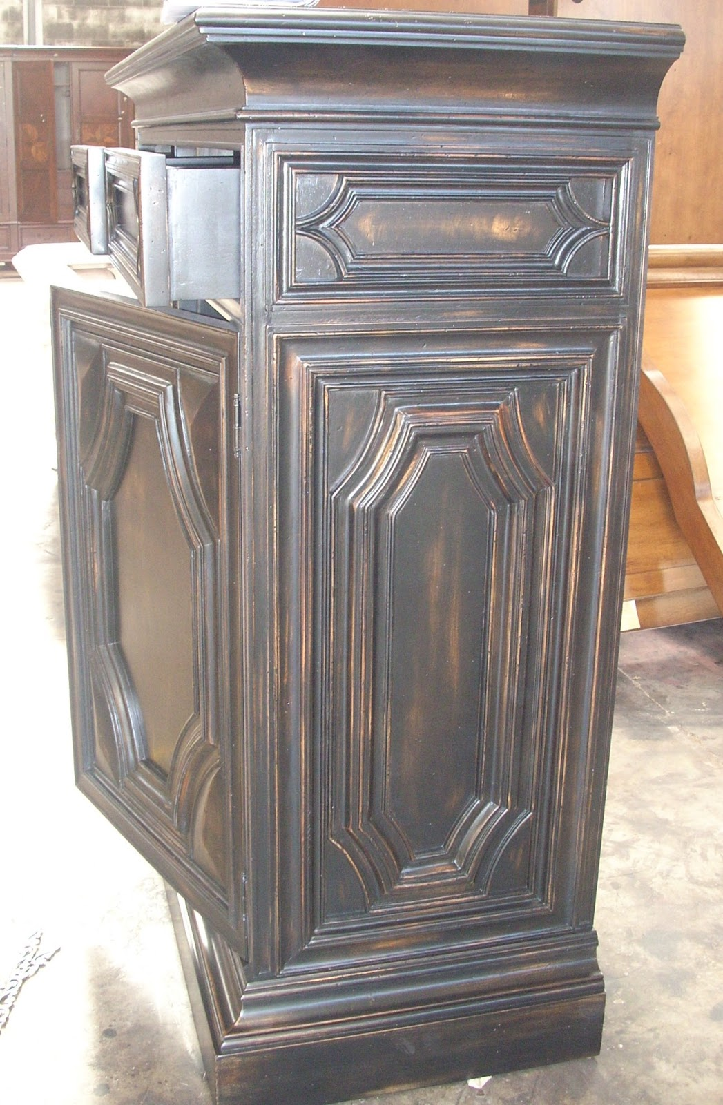 the antique black paint finish. wisno wood furniture finishing  Antique black paint finish