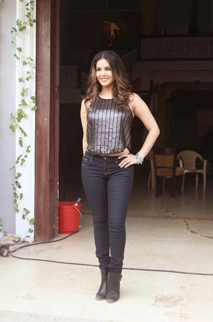 Sunny Leone Looks Super Sexy On The Sets Of Her Husband's Debut Bollywood Film Dangerous Husn