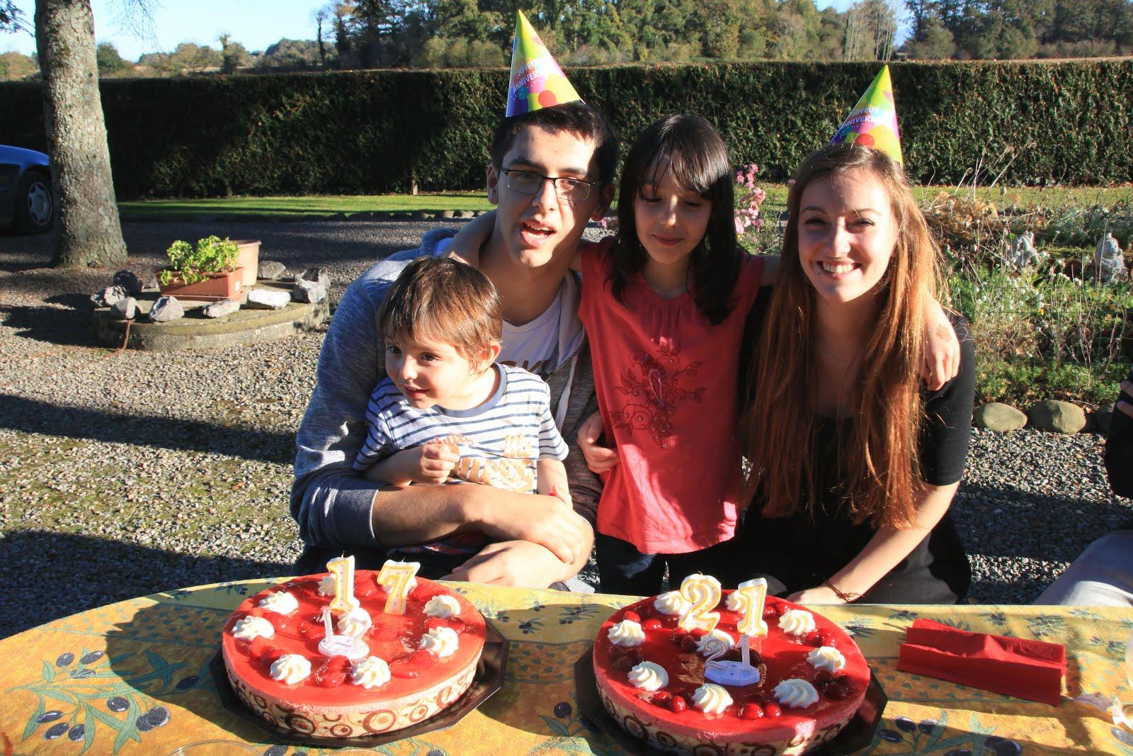 REPAS D'ANNIVERSAIRE EN FAMILLE DES ENFANTS