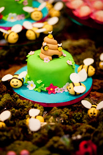 Minibolo colmeia de abelhinhas