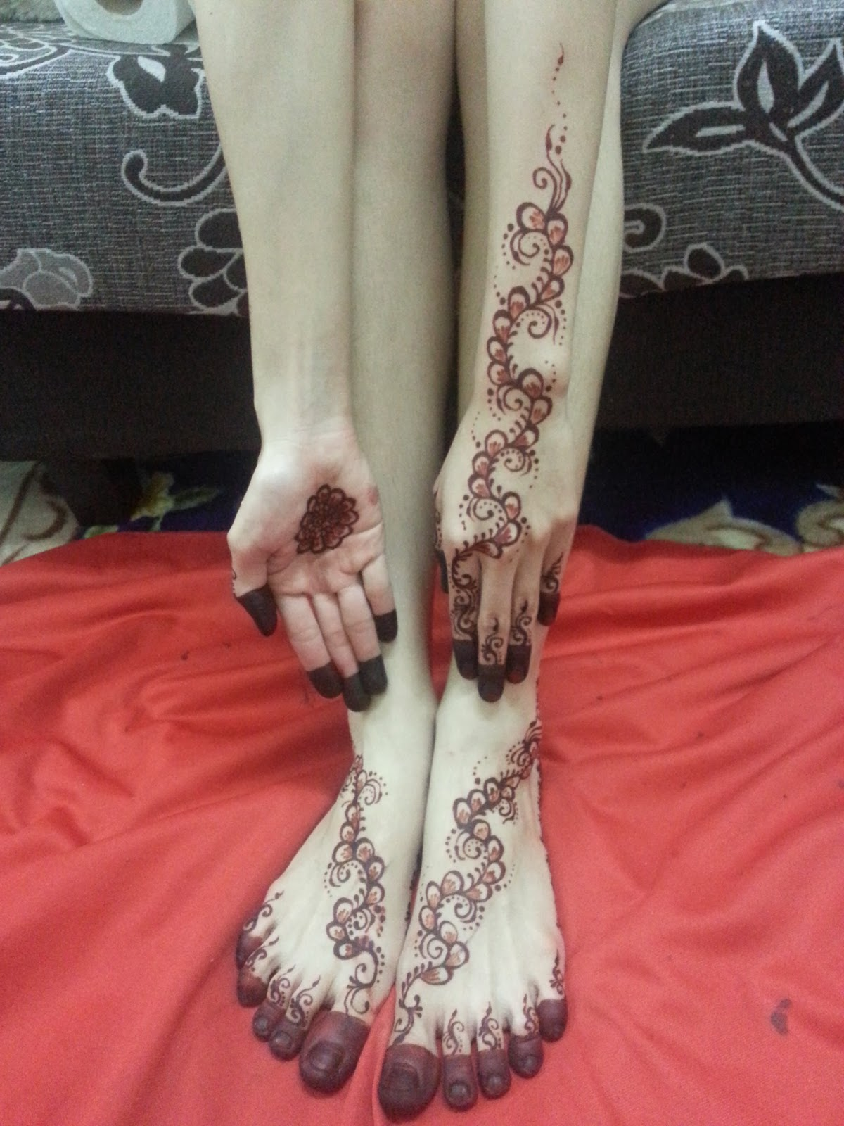 Anne Mahazir Two Tone Henna Session For Leen