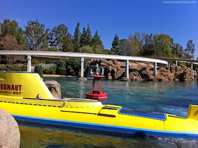 Finding Nemo Submarine Voyage Seagulls mine Disneyland
