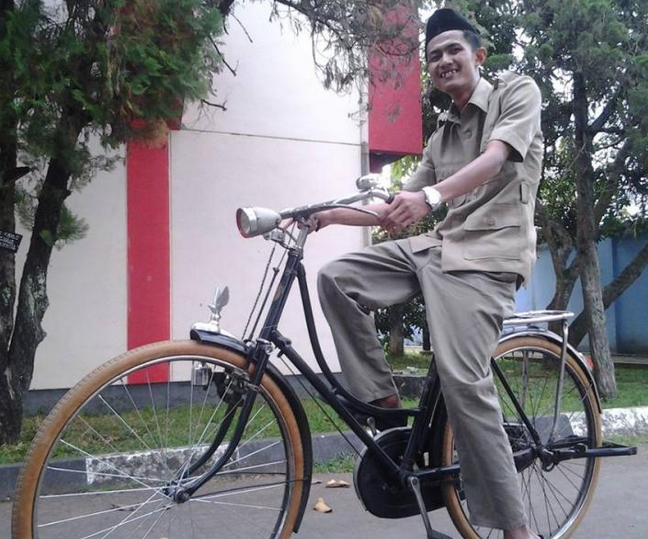 Fakta Perjuangan Seorang Guru Honorer Indonesia