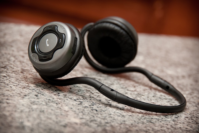 So, how do you really pair bluetooth headphones to your smartphones?