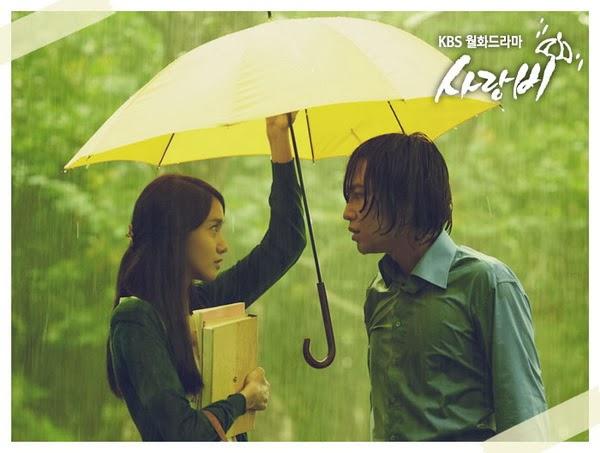 Ảnh đôi tình nhân lãng mạn dưới mưa