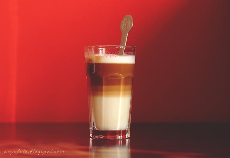 caffe latte, kawa latte, kawa, anjafotografia, czerwona ściana