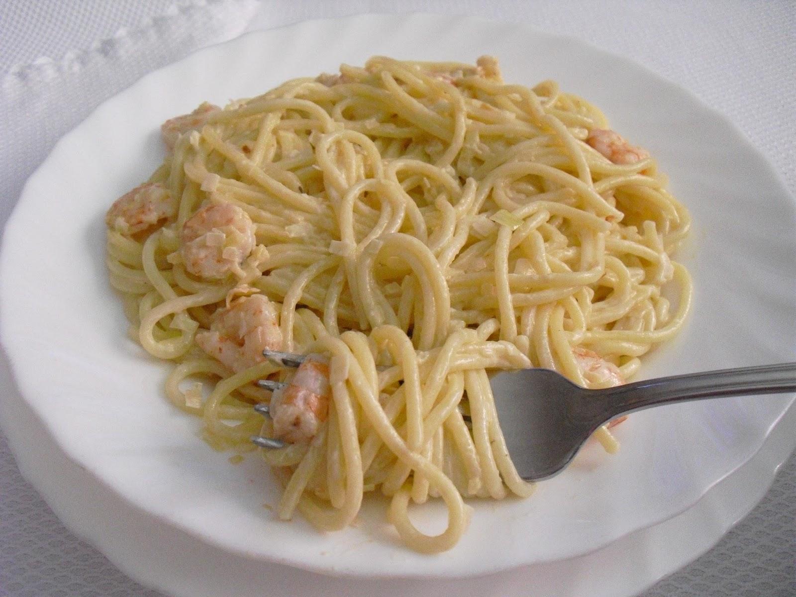 Espaguetis con gambas y nata con sabor a huerto - Espagueti con gambas y nata ...