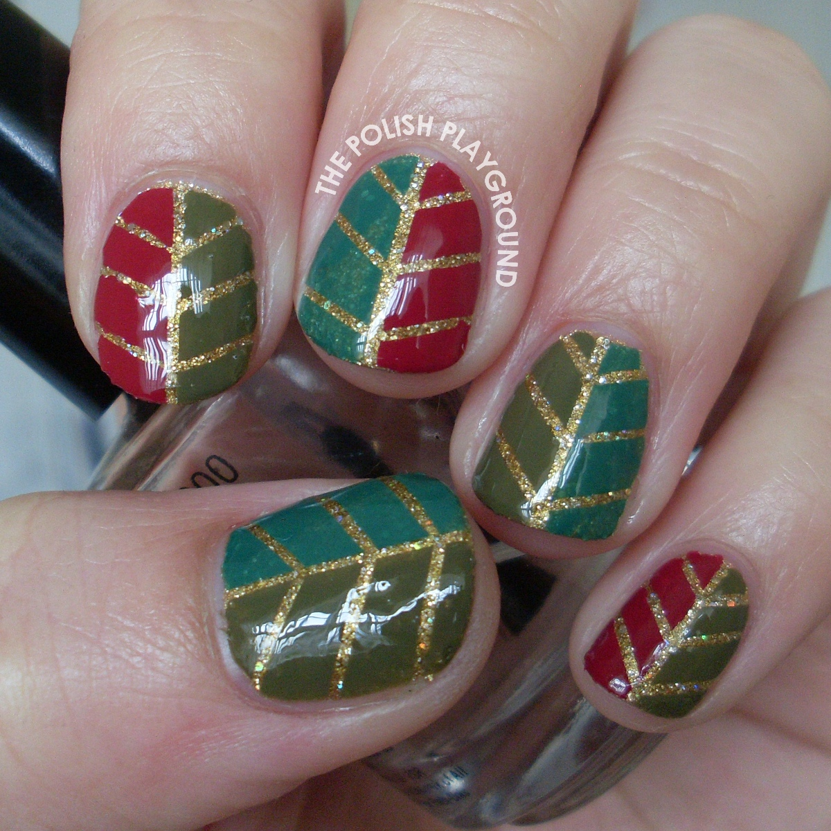 Glittery Autumn Leaf Nail Art