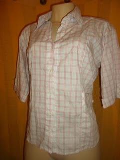 blusa em algodão xadrez meia manga  com um bolso de cada lado