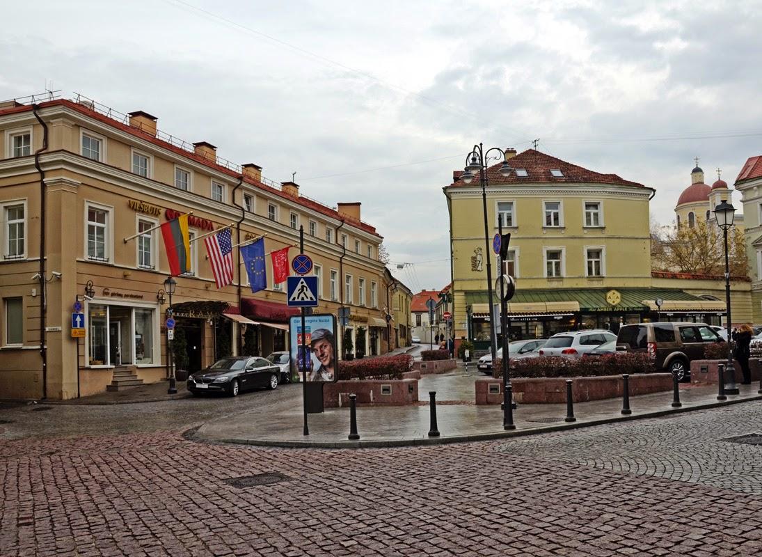 В старом городе. Вильнюс, Литва Осень Выходные Прогулка по городу достопримечательности фотографии рестораны национальной кухни блошиные рынки