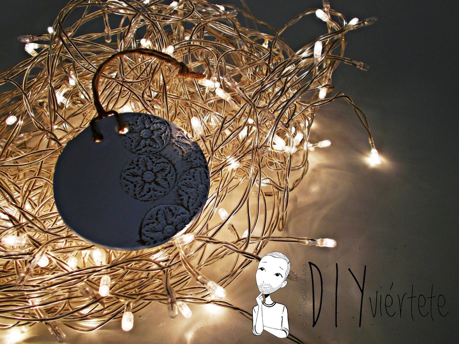 DIY-adorno navideño-ideas decoración-pasta de modelar-porcelana fria-fimo-arcilla polimérica-encaje-dorado-Navidad (2)