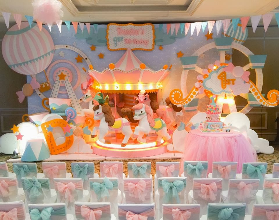 Party inspirations carousel party by dreamflavours for Decoracion pared infantil