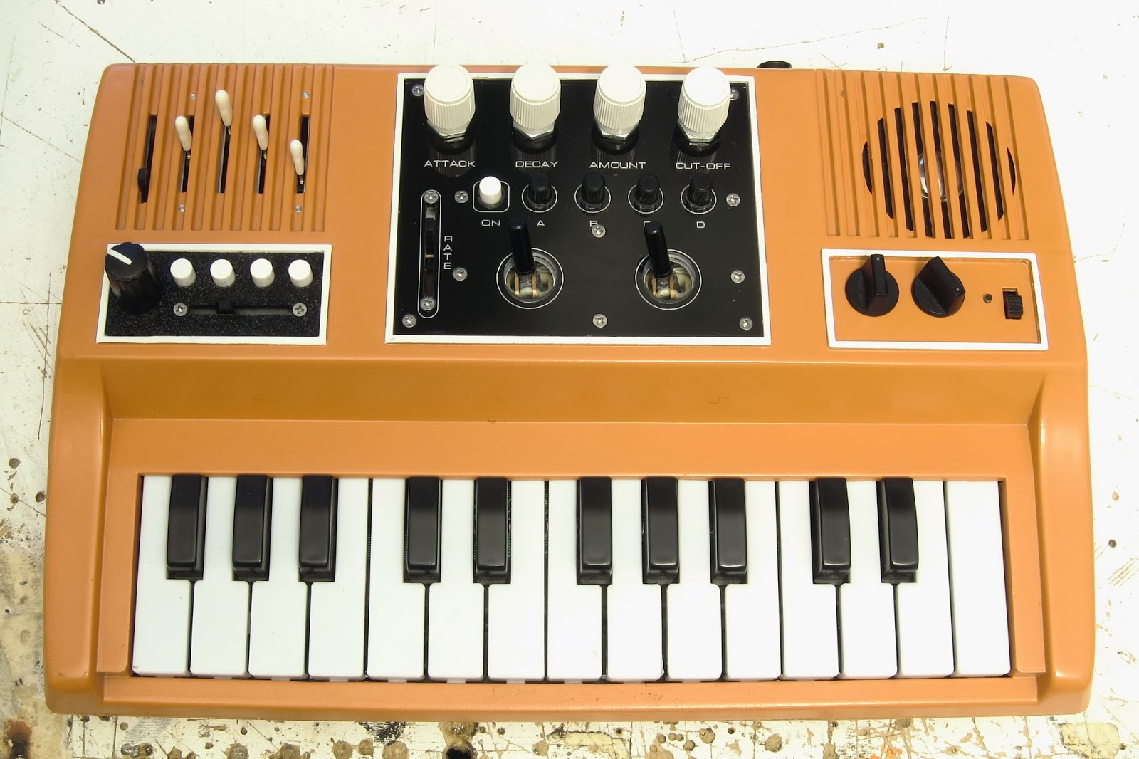 Noystoise2018 Circuit Bent Keyboard Revised Circuitbending Circuitbent Noise Toys By Cementimental
