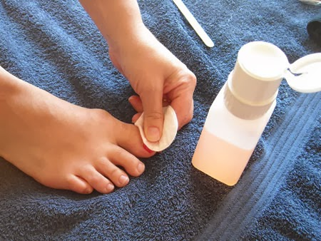 Pedicure-Remove-Old-Polish