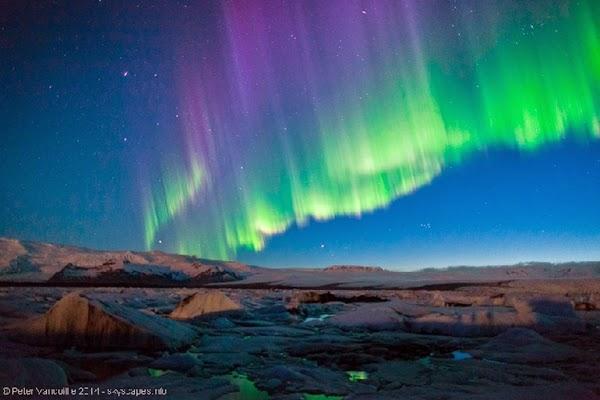 Aurora di Atas Danau Gletser Islandia