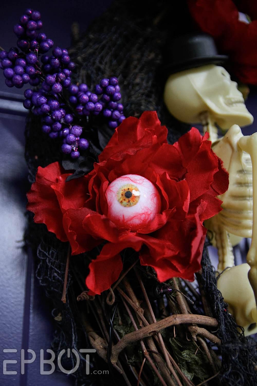 EPBOT: I\'ve Got My EYES On This Halloween Wreath DIY