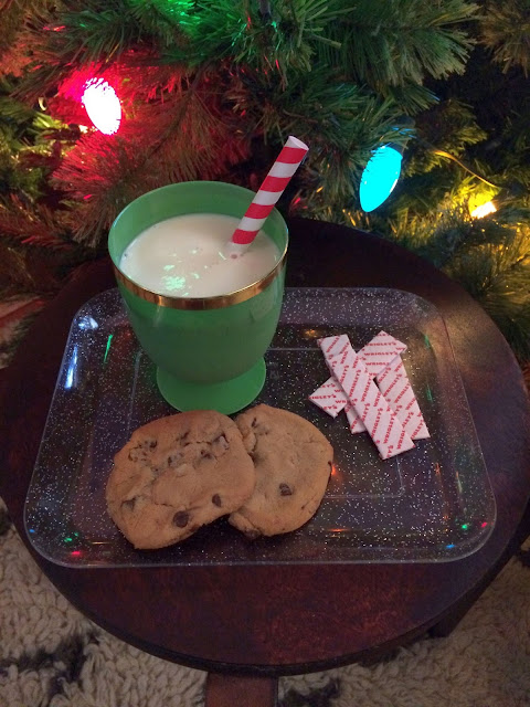 Gilmore Girls Christmas Traditions: Leave gum out for Santa! // Honey and Smoke Studio