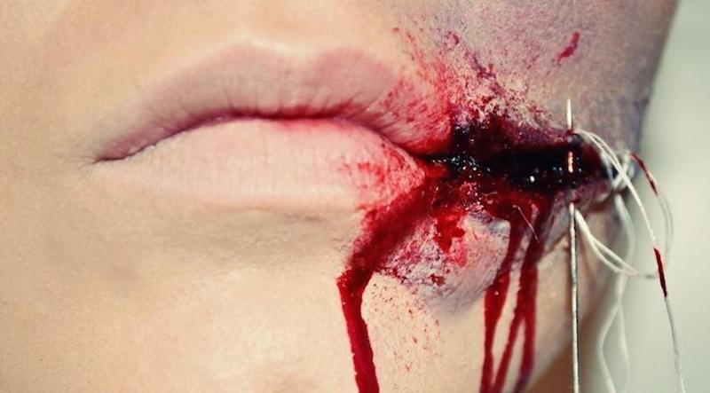 Halloween-Makeup-Verletzung-aufgeschlitzter-Mund