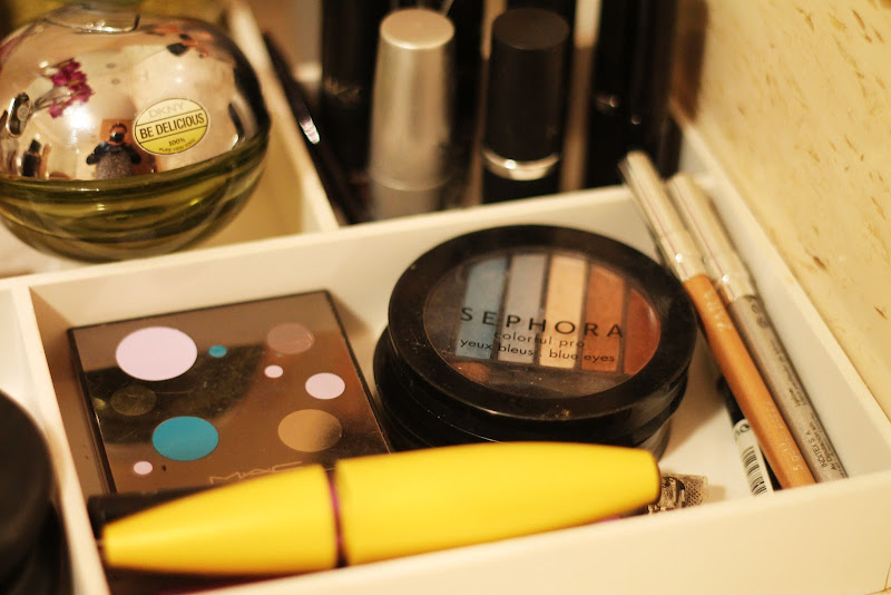 makeup organization tips - eye products
