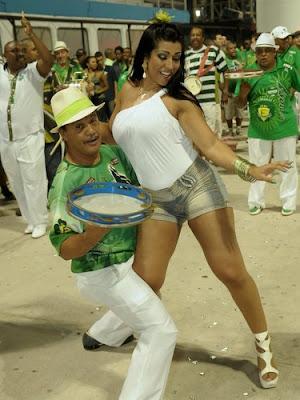 Ellen Cardoso - Musa da camisa verde e branco