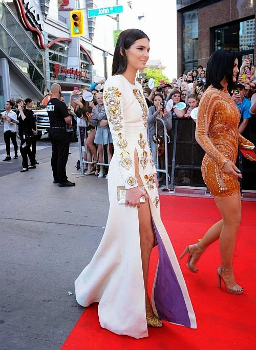 Kendal and Kylie Jenner showed off a hind of side legs from every angel in the Much Music Video Awards at Toronto, Canada on Sunday, June 15, 2014.