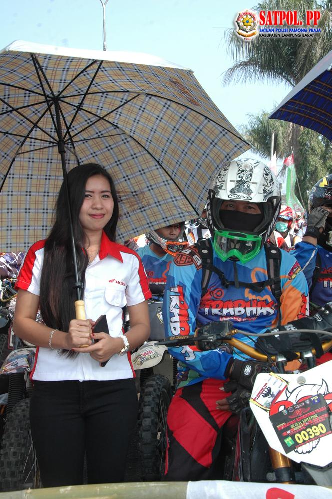 Umbrella Girl Honda