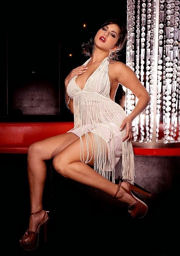 Sunny leone Looks Very Sexy in her Silver Mini Skirt, Latest Sunny Leone Hot Pics [HD Images]