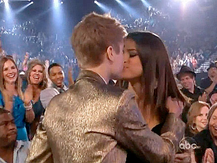 pictures of justin bieber and selena gomez kissing. Justin Bieber delivered a hug