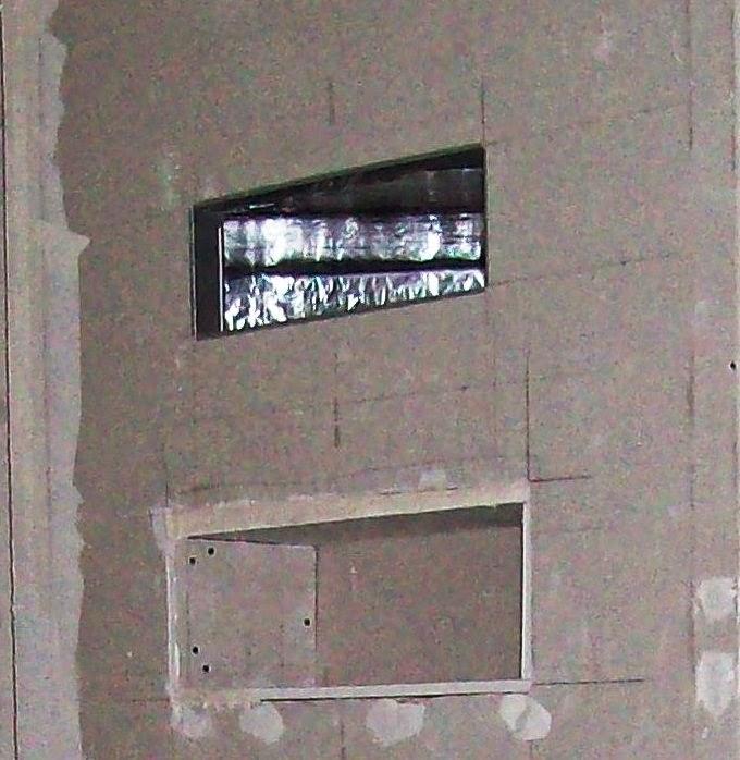 Obudowa kominka po przykręceniu płyt Gipsowo-kartonowych odpornych na działanie wysokich temperatur