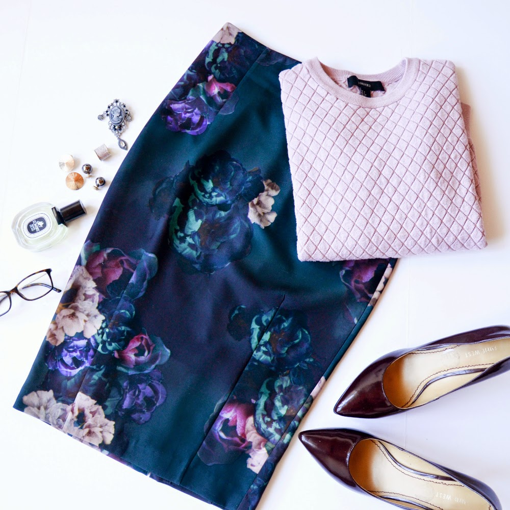 Forest green, moody floral H&M floral skirt, blush sweater and Ninewest heels outfit ideas