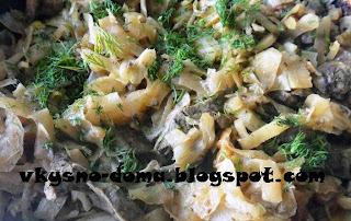 Тушёная капуста с печенью и луком