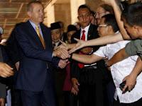 Bagaikan Artis, Erdogan Jadi Rebutan Foto Jamaah Masjid Istiqlal