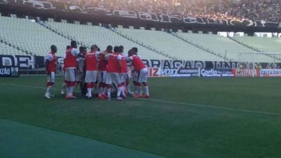 Festa dos jogadores do Vitória dá o tom no Castelão