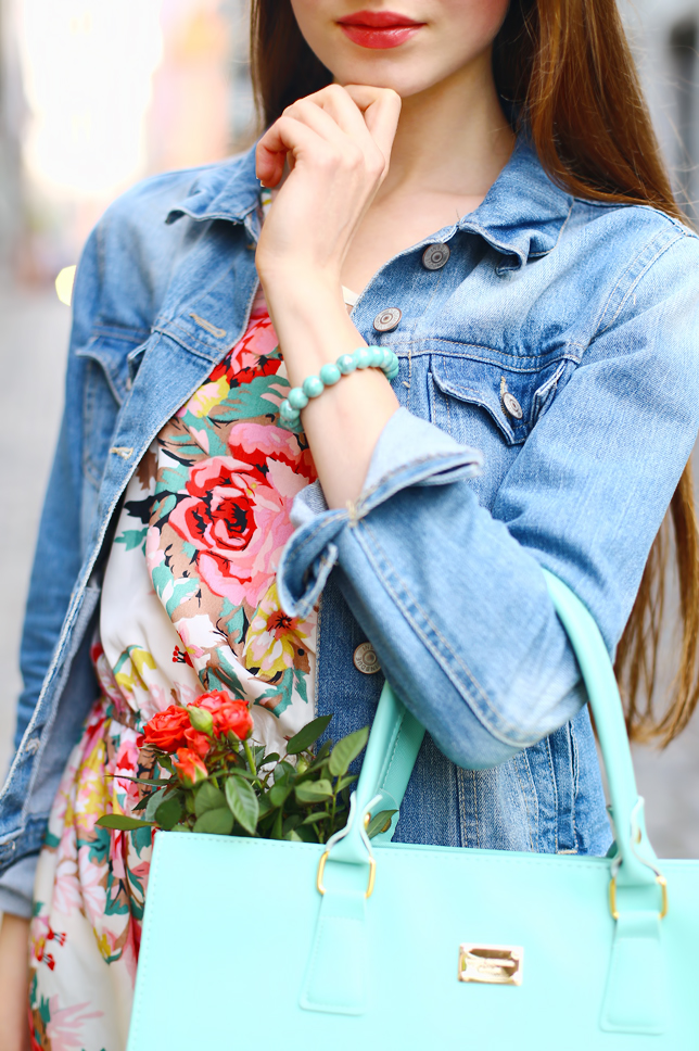 pastelowa stylizacja miętowa torebka na ramię