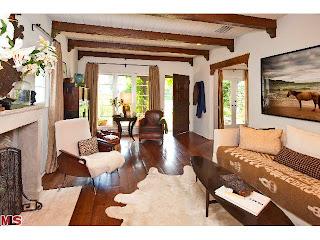living1 Coolest House on Caravan! 831 Wellesley Ave.   Brentwood