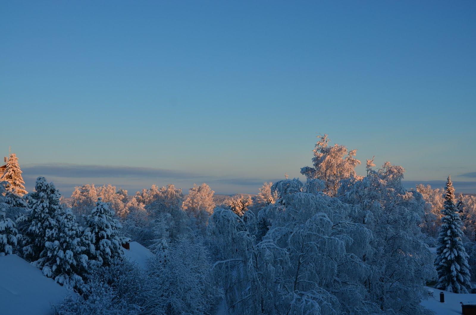 Toisella puolen lahden: Suomi Lappi ja Rovaniemi.