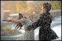 ¿Cuál es tu sueño? -Dar un beso bajo la lluvia... ¿y el tuyo? -Que empiece a llover ahora
