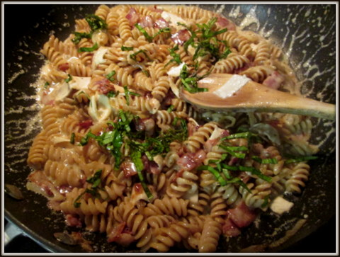 a girl eats world: Brie, Bacon and Basil Pasta