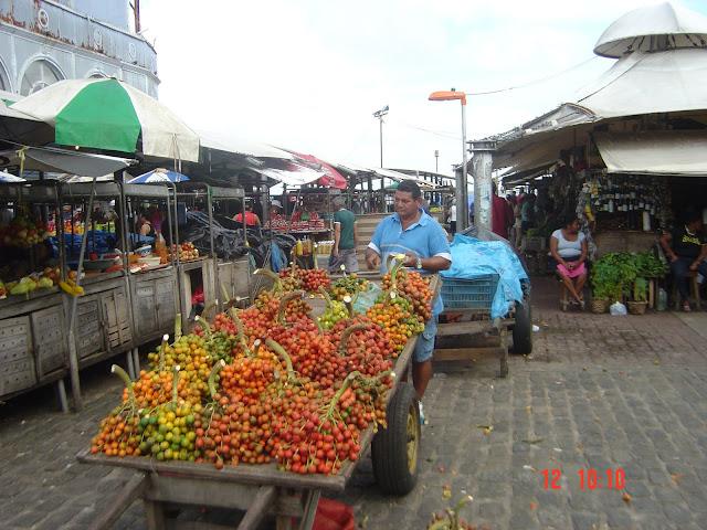vendedor de pupunha - belem mercado do ver o peso