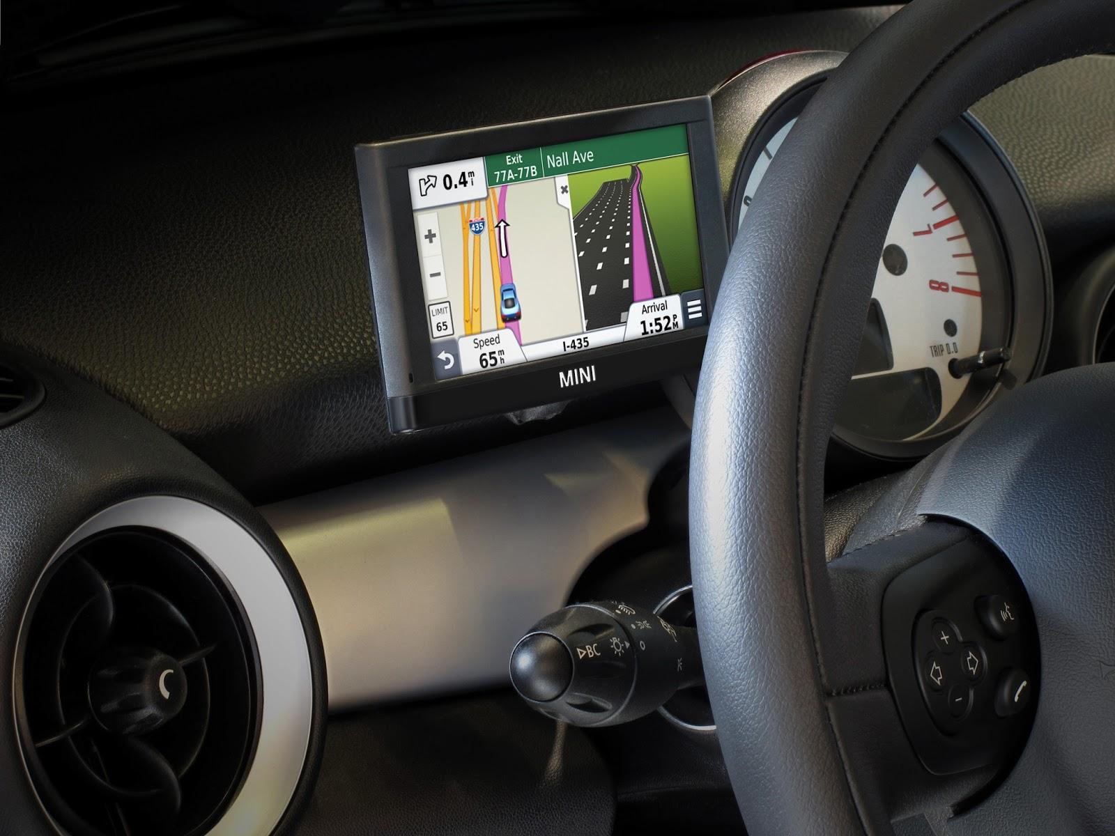Voiture communicante un gps portable xl de garmin pour mini - Porta navigatore auto ...