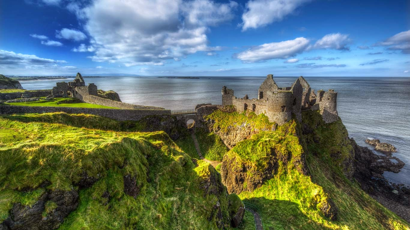 Dunluce Castle, County Antrim, Northern Ireland (© Gareth Wray/Getty Images) 136