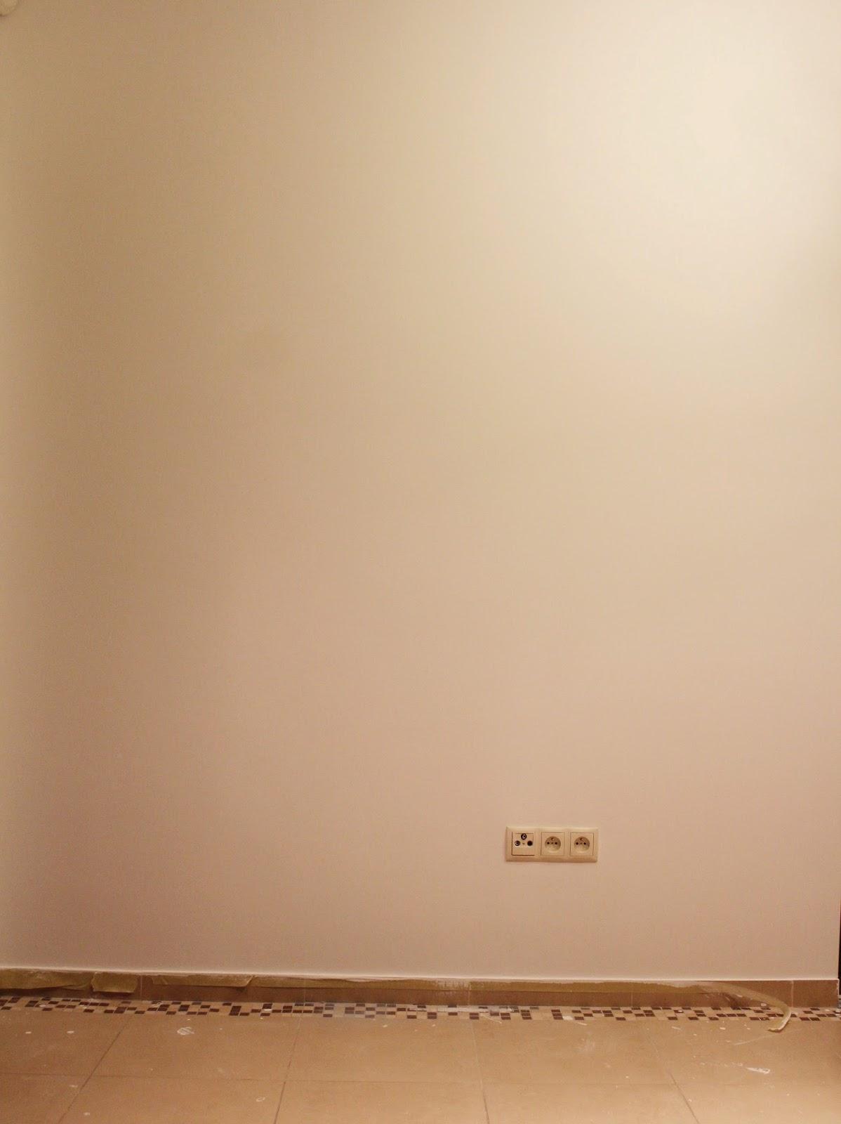 białe ściany,malowanie ścian wałkiem bosch,malowanie ścian pistoletem natryskowym,blog o wnętrzach,majsterkowanie DIy inspiracje,kobieta szczecin blogerka