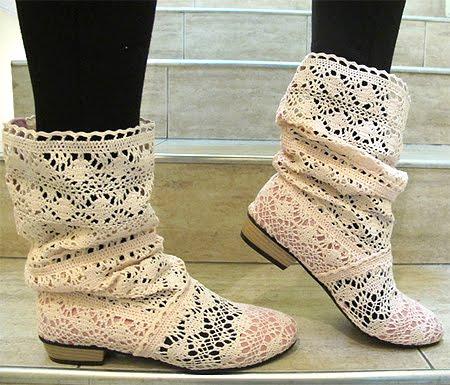 Дантелени ботуши от плетиво с контрастна вътрешна част - бяло и розово