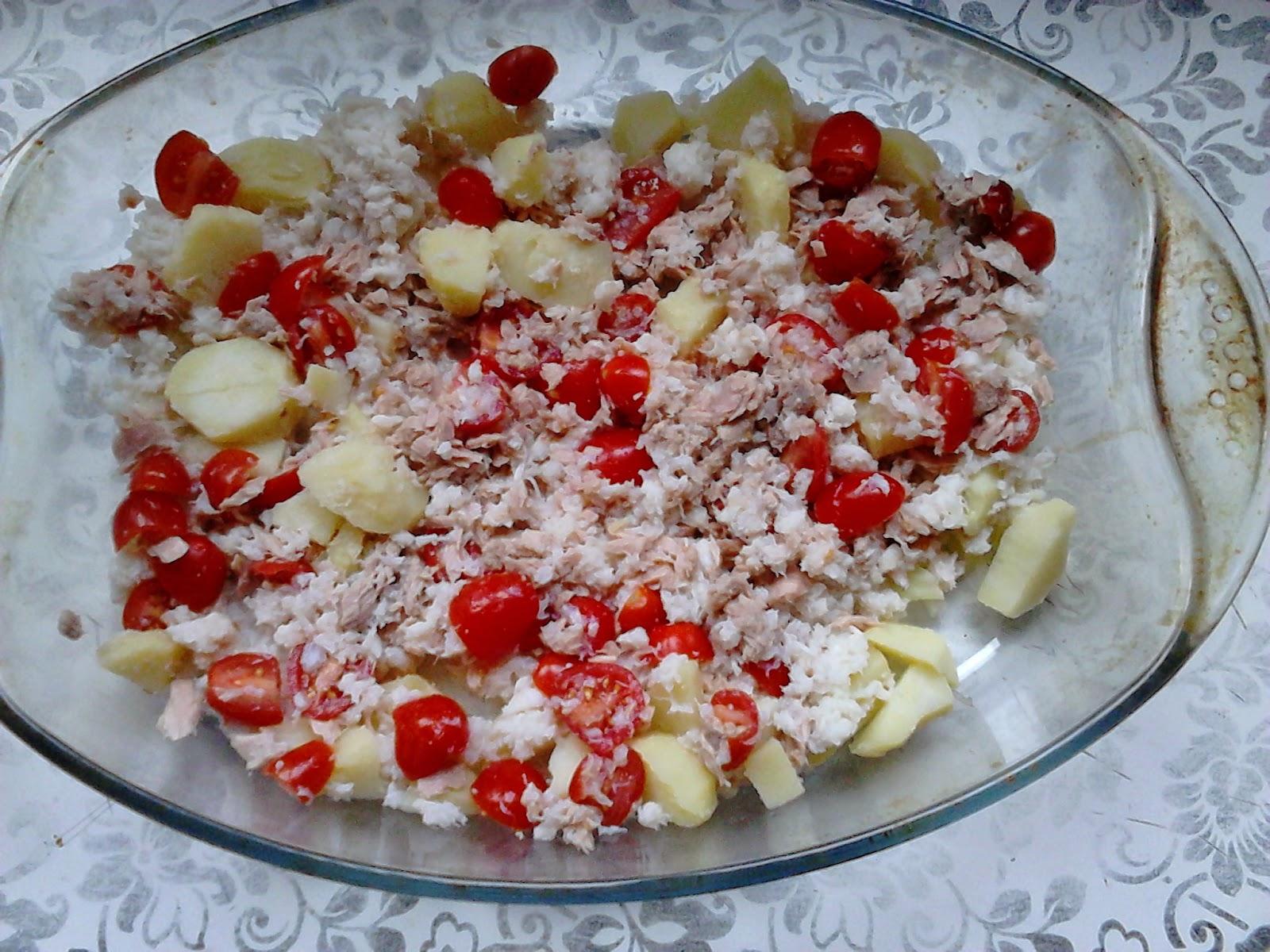 Petite salade composée dans un plat