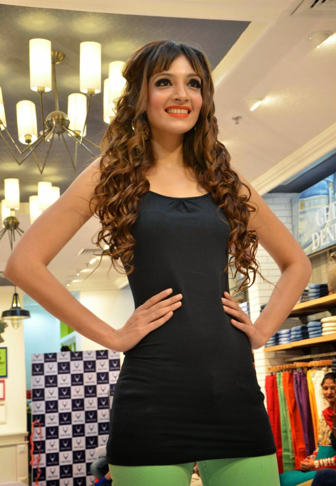 High Quality Bollywood Celebrity Pictures: Former Miss