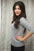 Shruti Haasan Gorgeous Photos at Yevadu Success Meet-thumbnail-12