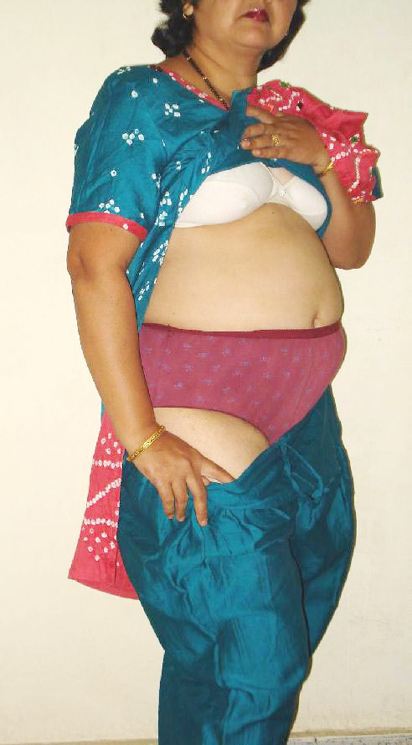 Masala Randi Dress Changing Nangi Image