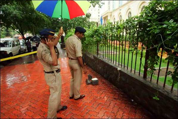 2011-June-Police-investigation-Mumbai-journalist-J-Dey-shot-dead